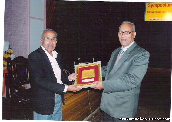 Dr. Aravamudhan receiving Momento from the Convener Prof. Mishra, after Chairing the Session: Click on image for enlarged view